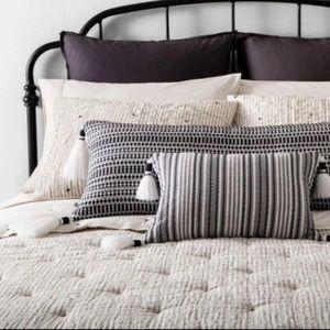 Hearth and hand f/queen yarn dye comforter set